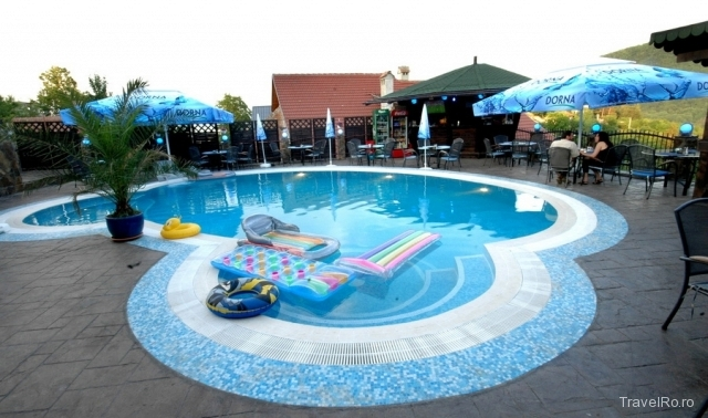 mobila pentru bucataria cazare predeal cu piscina exterioara