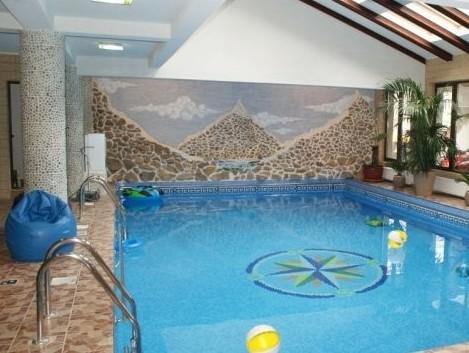 Hotel pensiunea popasul vanatorilor busteni for Hotel cu piscina
