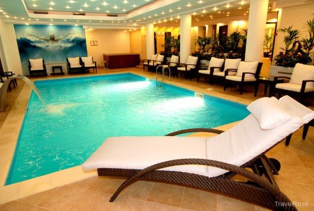 Hotel rowa dany sinaia for Cazare cu piscina interioara valea prahovei